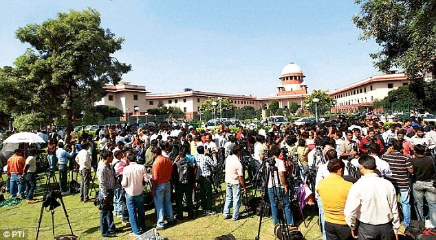 SC Allows Journalists to Carry Mobile Phones in Court Room